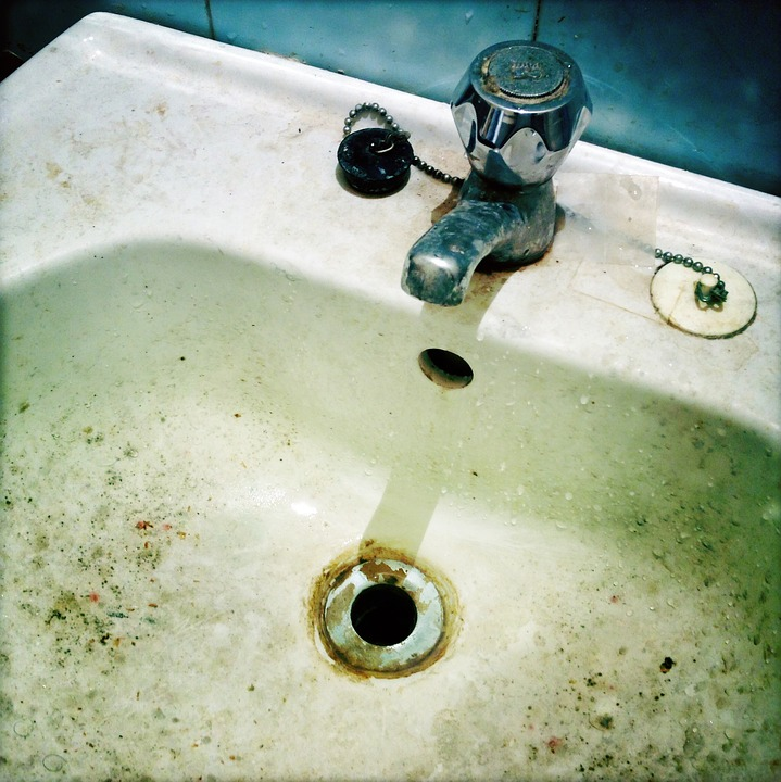 Skimmelsvamp og begroninger i vask